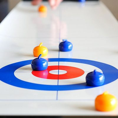 Tabletop curling compact