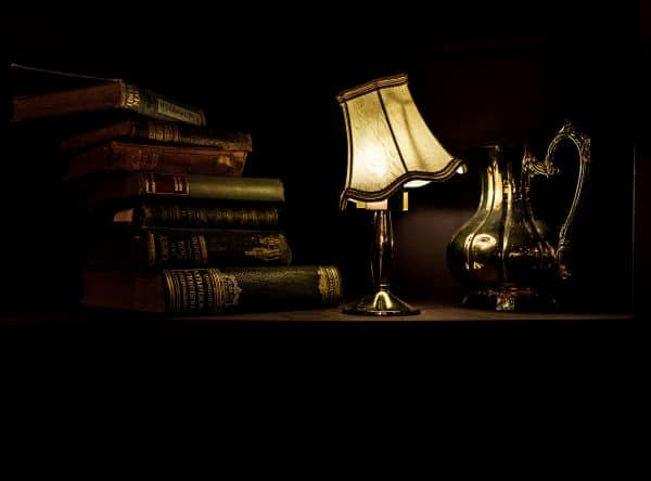 Picture table lamp and books