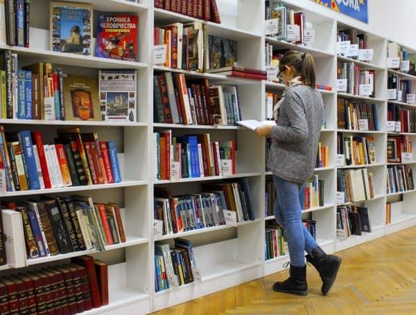 bookshelves and girl