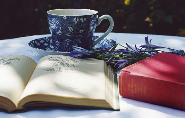 Why Book Lovers are Obsessed With the Smell of Old Books