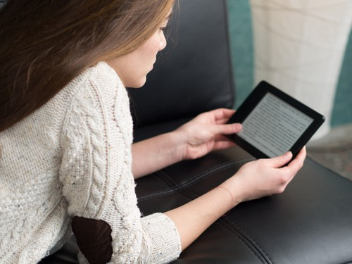 woman reading on her kindle oasis ereader